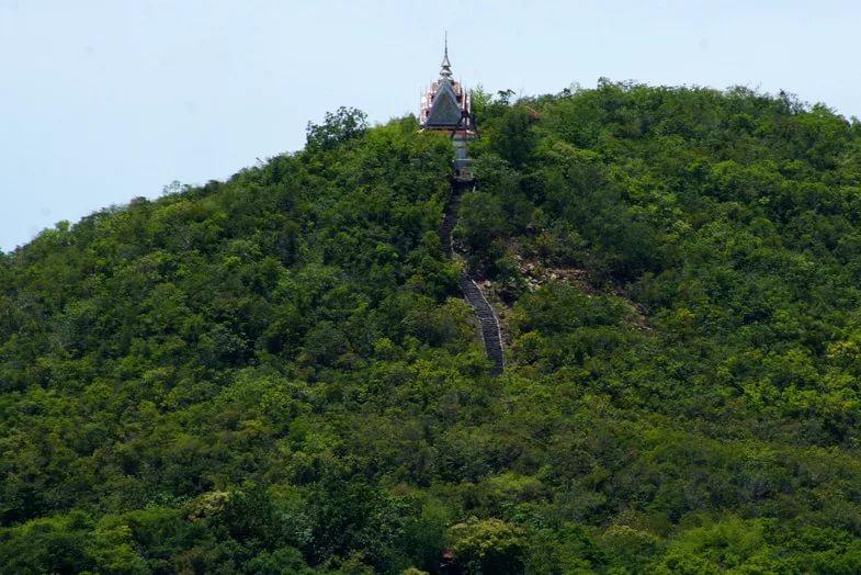 Холм на острове Ко Лан