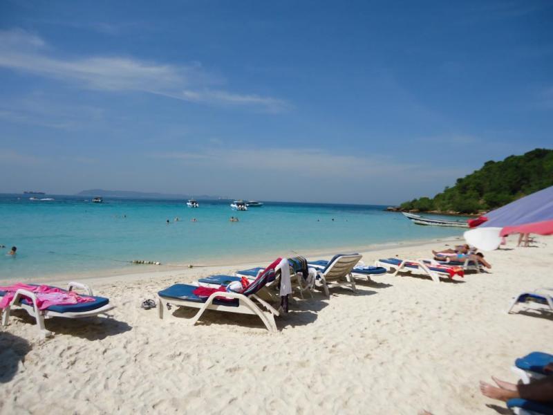 Курортный пляж в Ко Лан