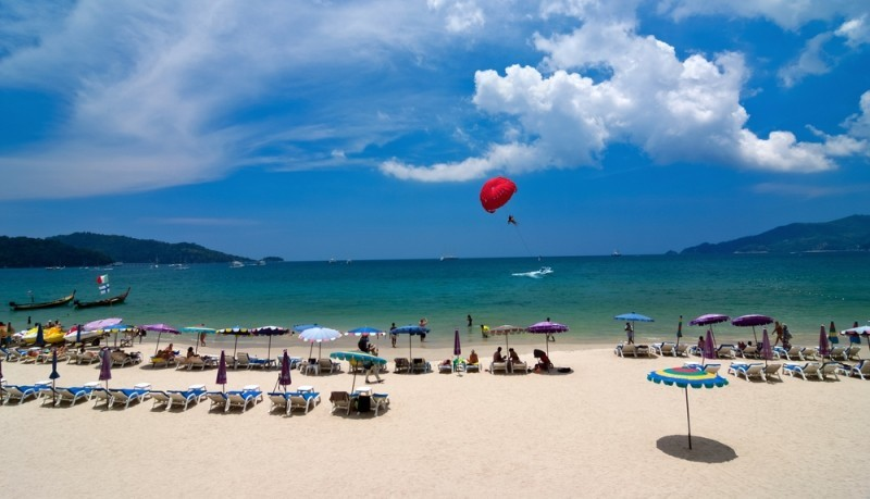 На пляже Патонг