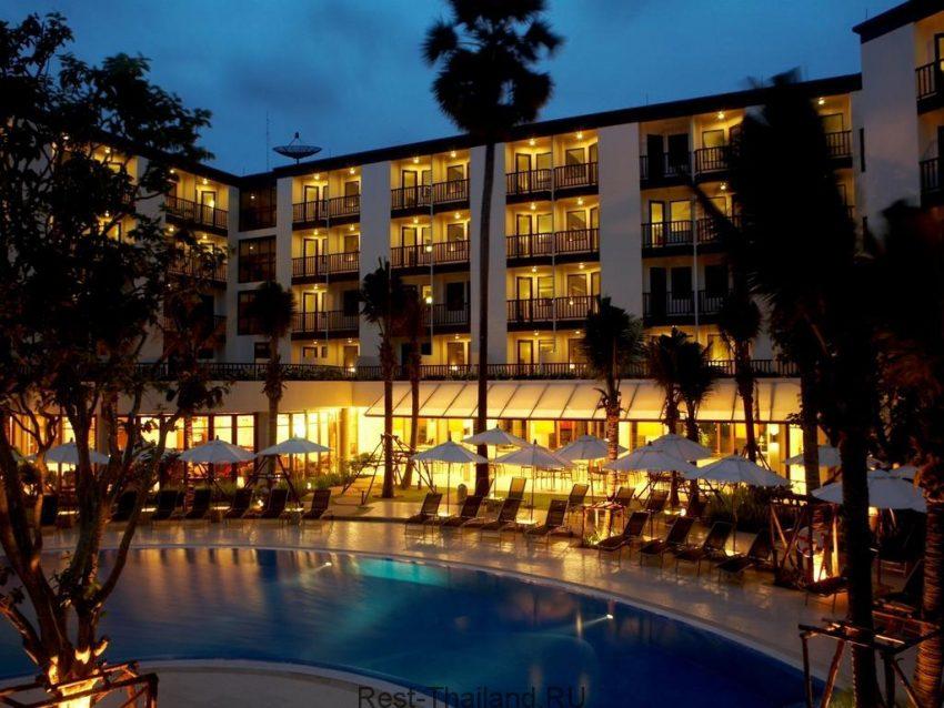 Ночной вид отеля millennium resort patong 5