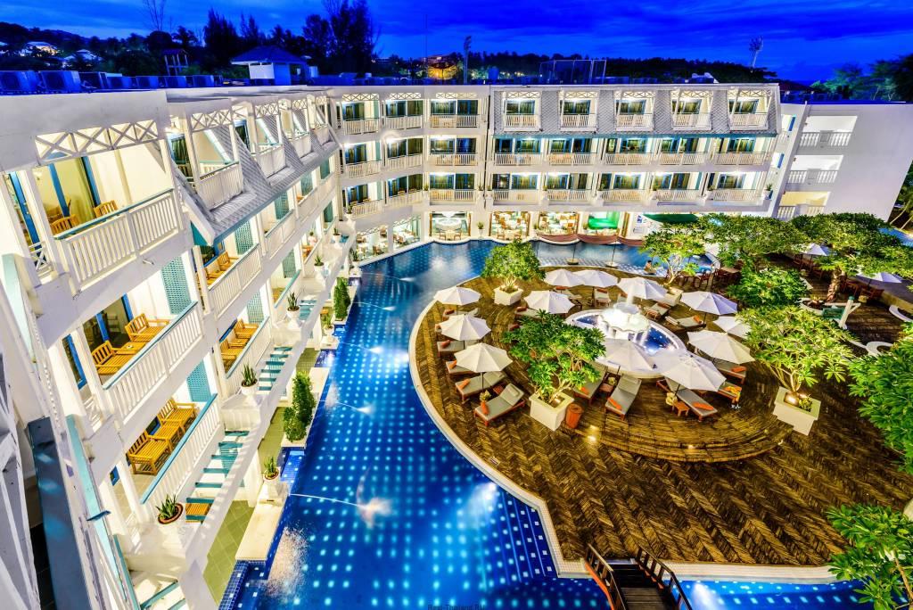 Комфортный отель Andaman Seaview Hotel Karon Beach на Пхукете
