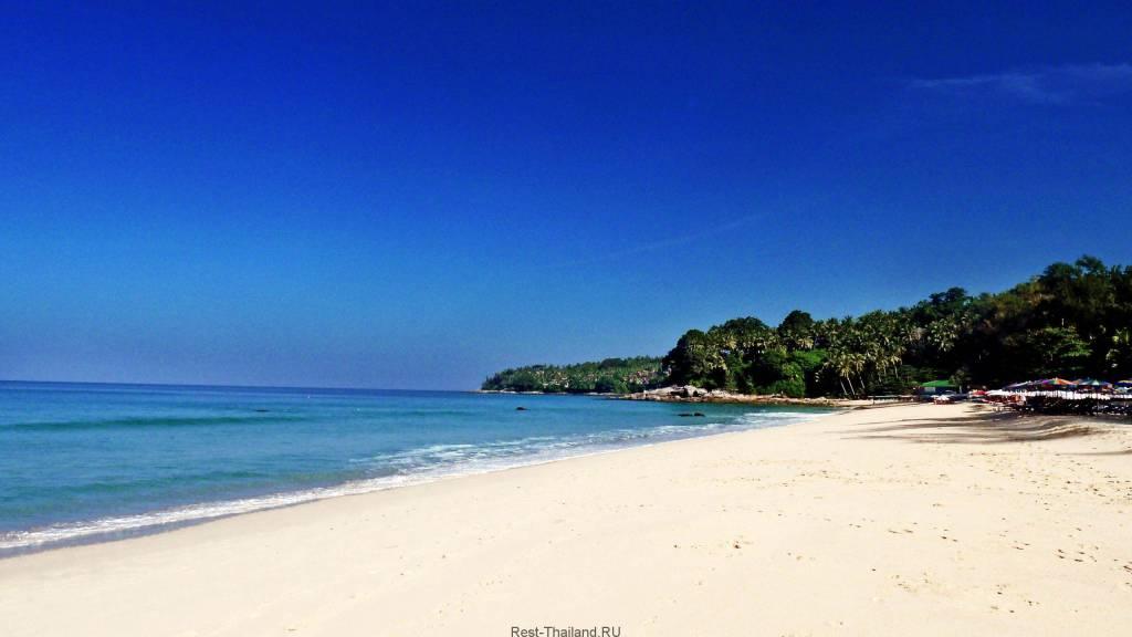 великолепный пляж Сурин