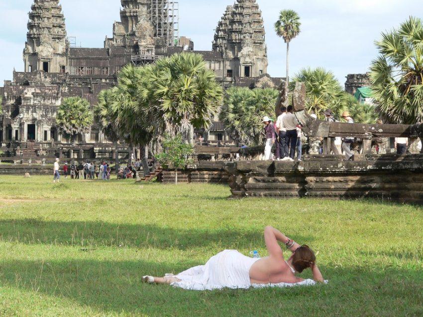 Возле храма Ангкор-Ват Камбодже
