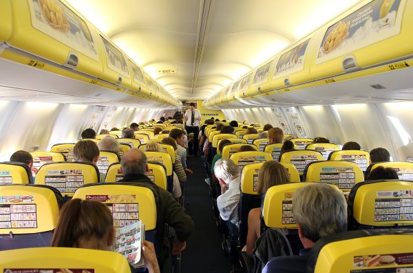 салон самолета Ryanair (Райнэйр)