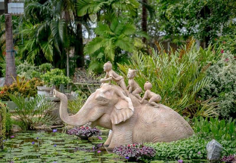скульптура в ботаническом саду на Пхукете