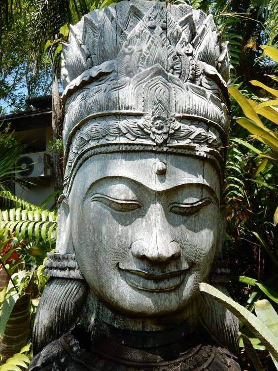 статуя в ботаническом саду на Пхукете