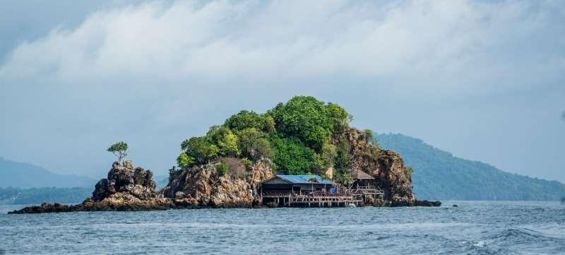 Остров близ Пхукета в январе