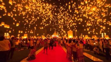Праздник Лой Кратонг огни