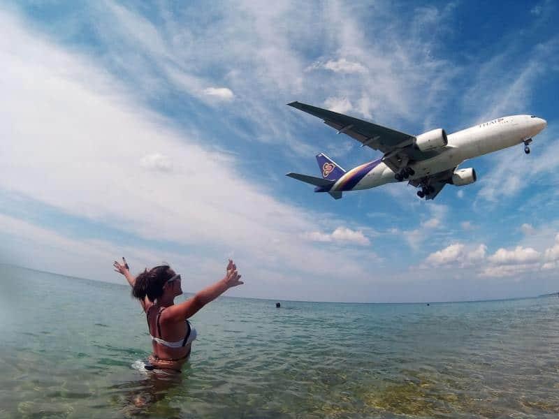 Май Као селфи с самолетом