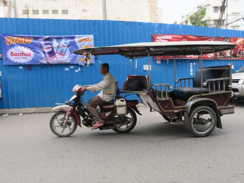 Тук-тук с крышей и спинкой Пномпень