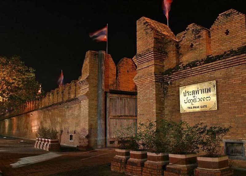 старые городские ворота в Чиангай