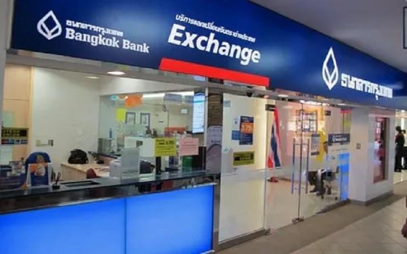 Обмен денеж. средств в банке (Банкок)