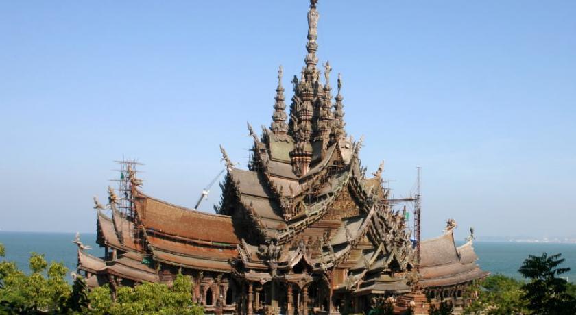 Строительные работы над храмом