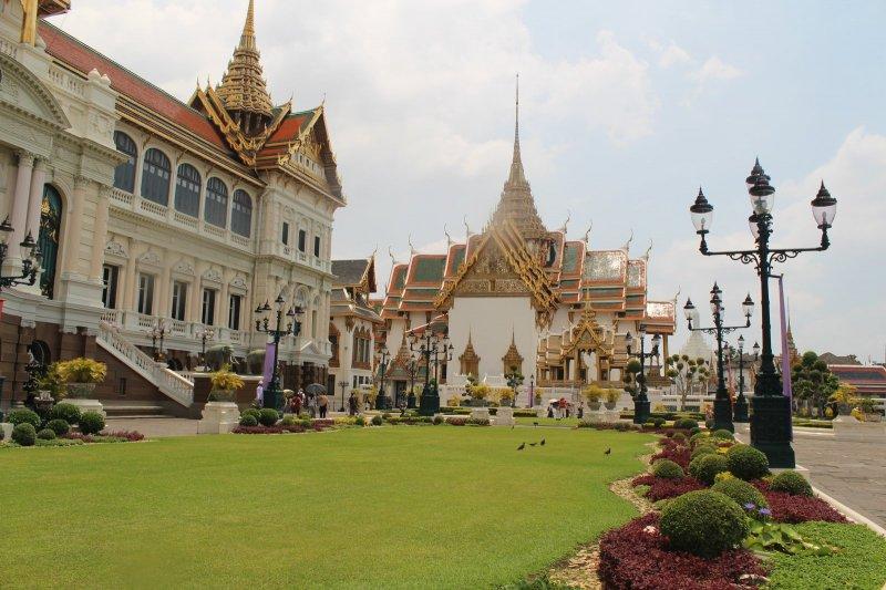 зеленая территория дворца