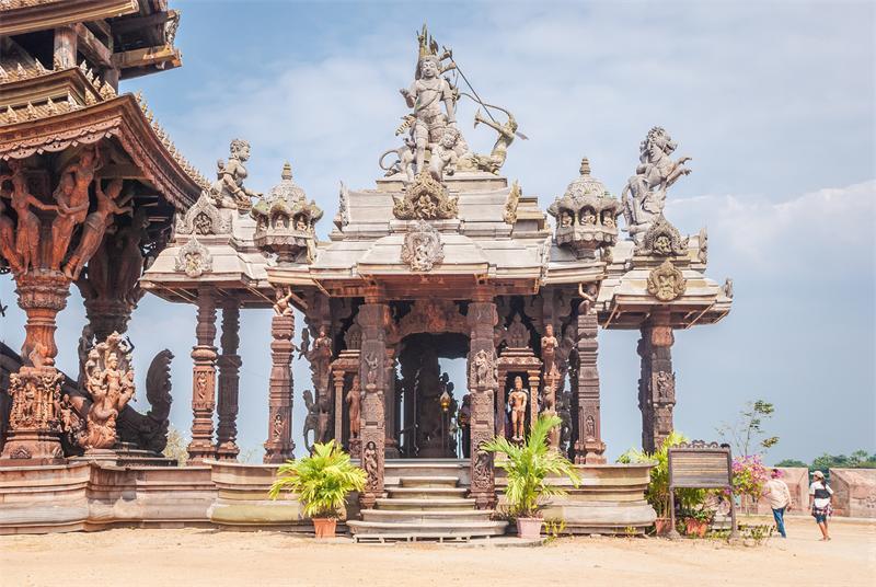 Скульптуры храма