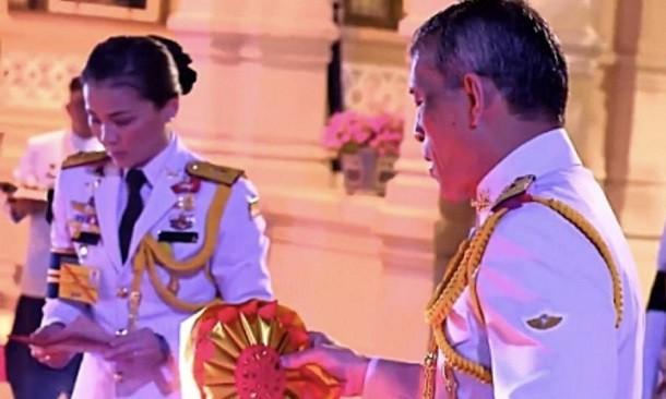 Король Таиланда объявил о свадьбе с Генералом
